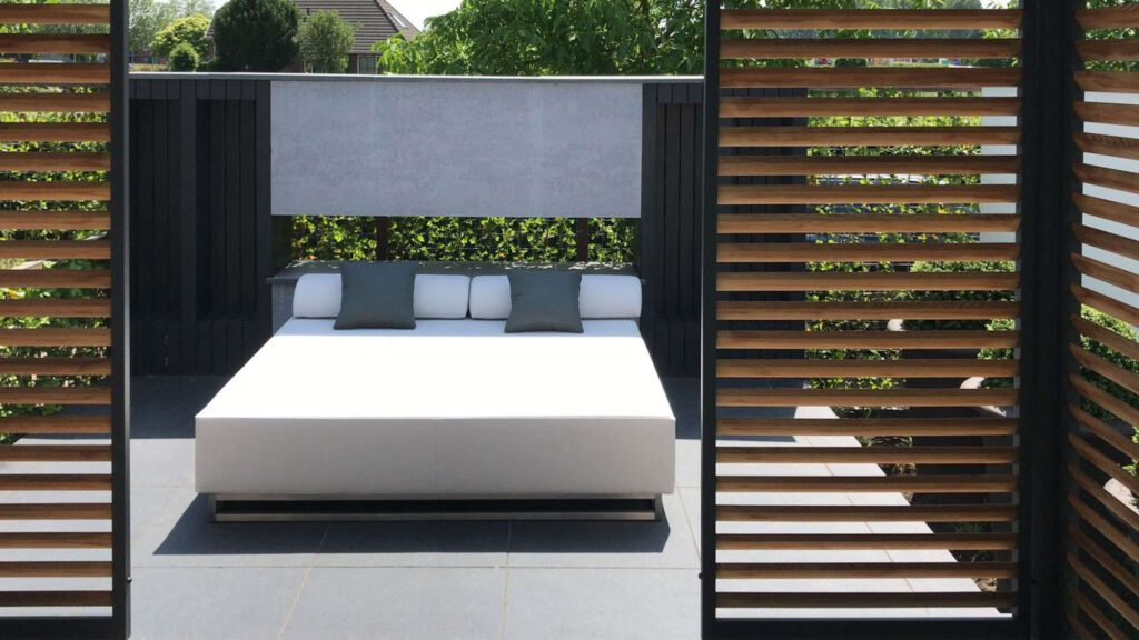 double outdoor daybed